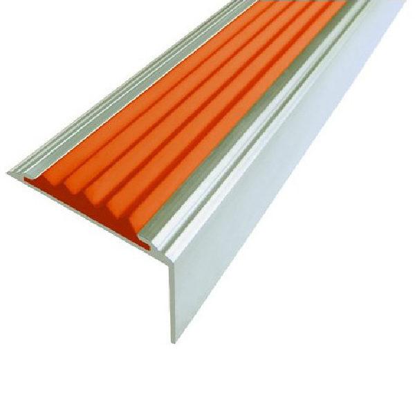 Противоскользящий алюминиевый самоклеющийся угол-порог Стандарт 38 мм 2,7 м оранжевый