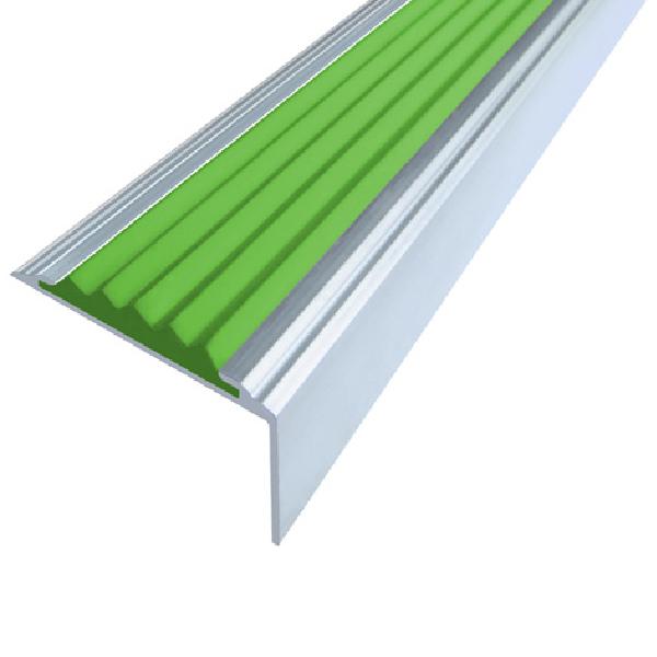 Противоскользящий алюминиевый самоклеющийся угол-порог Стандарт 38 мм 2,7 м зеленый