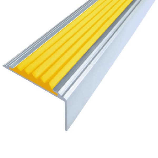 Противоскользящий алюминиевый угол Стандарт 2,7 м 38 мм/5,5 мм/20 мм желтый