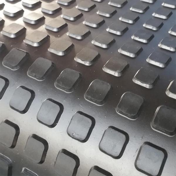 Рулонное резиновое покрытие 8.5 мм, 1м, квадрат, черный