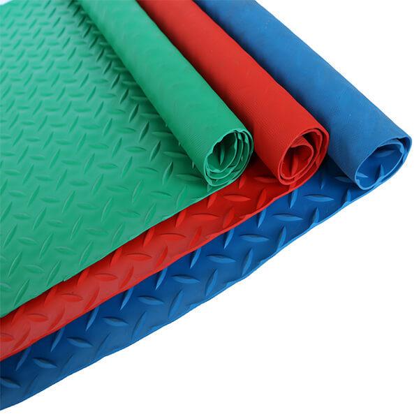 Рулонное резиновое покрытие 4мм, 1.5 м, насечка, цветной