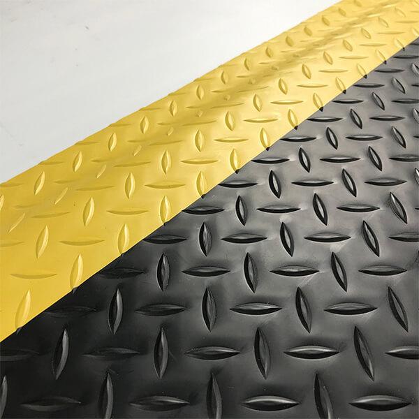 Рулонное резиновое покрытие 4мм, 1м, насечка, цветной