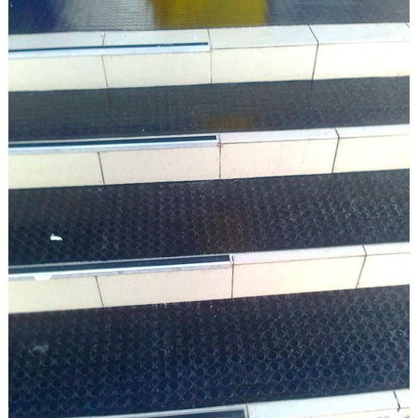 Рулонное резиновое покрытие 4мм, 1.5 м, пяточек, черный