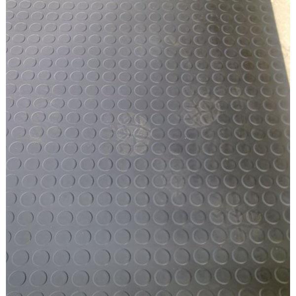 Рулонное резиновое покрытие 4мм, 1м, пяточек, черный