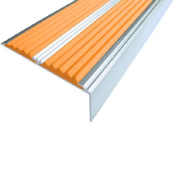 Противоскользящий алюминиевый самоклеющийся угол-порог с двумя вставками 68/5.5/22.5, 2,0 м оранжевый