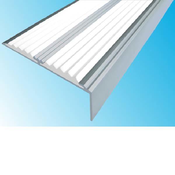 Противоскользящий алюминиевый самоклеющийся угол-порог с двумя вставками 68/5.5/22.5, 2,0 м белый