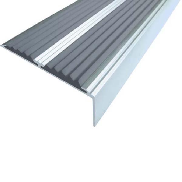 Противоскользящий алюминиевый самоклеющийся угол-порог с двумя вставками 68/5.5/22.5, 1,33 м серый