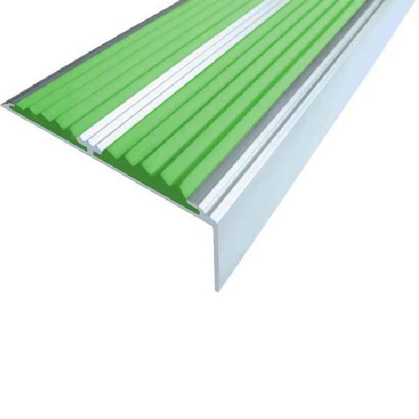 Противоскользящий алюминиевый самоклеющийся угол-порог с двумя вставками 68/5.5/22.5, 1,33 м зеленый