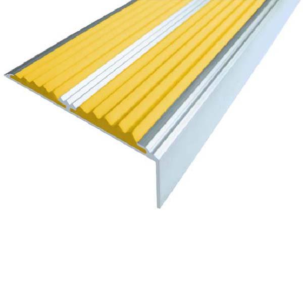 Противоскользящий алюминиевый самоклеющийся угол-порог с двумя вставками 68/5.5/22.5, 1 м желтый