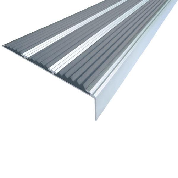 Противоскользящий алюминиевый самоклеющийся угол с тремя вставками 98 мм/5,6 мм/22,4 мм 3,0 м серый