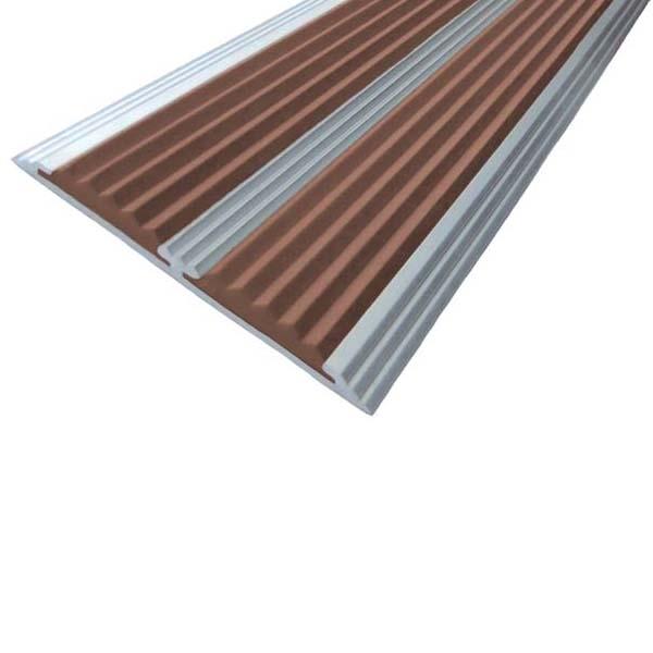 Противоскользящая алюминиевая самоклеющаяся полоса с двумя вставками 70 мм/5,5 мм 3,0 м коричневый