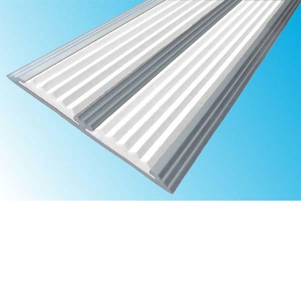 Противоскользящая алюминиевая самоклеющаяся полоса с двумя вставками 70 мм/5,5 мм 3,0 м белый