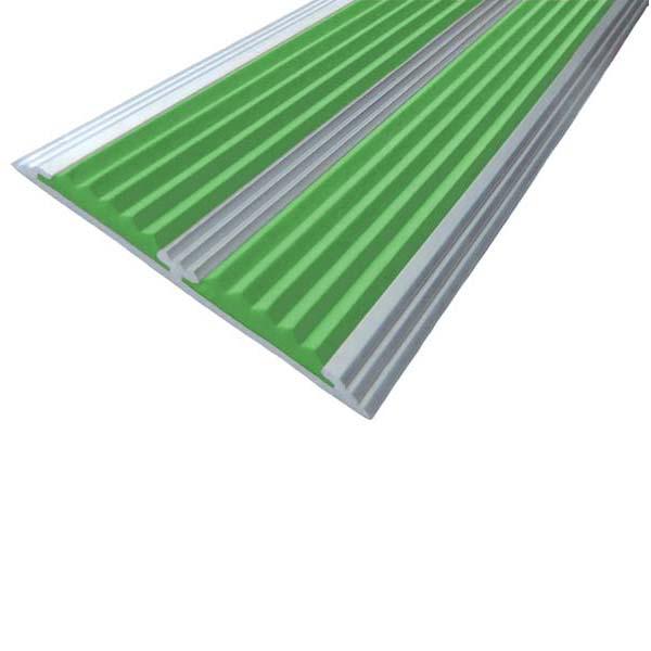 Противоскользящая алюминиевая самоклеющаяся полоса с двумя вставками 70 мм/5,5 мм 2,0 м зеленый
