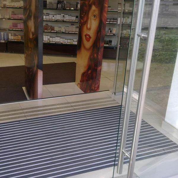 Придверная грязезащитная решетка Сити Резина + Текстиль + Скребок