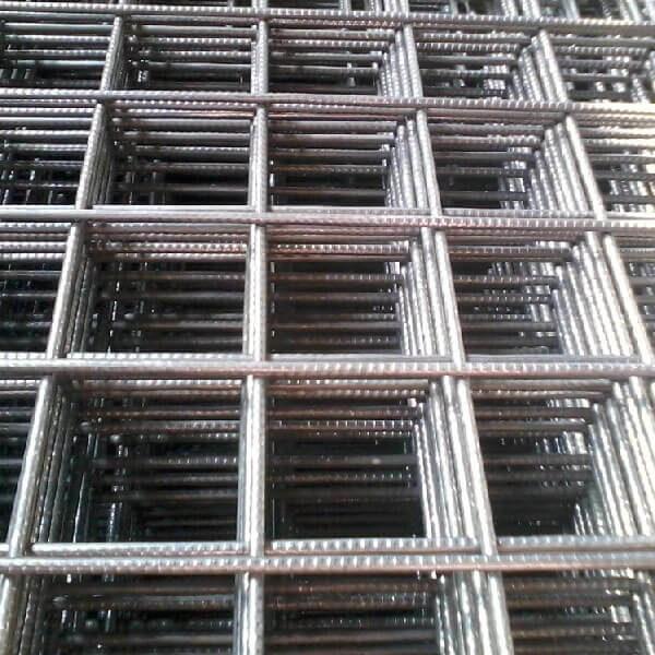 Сетка сварная из проволоки ВР-1 в картах 100x100x5мм, 0,5x2м