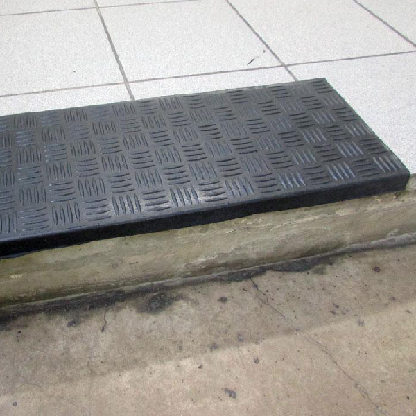 Накладка на ступени резиновая антискользящая 750x250x5 мм