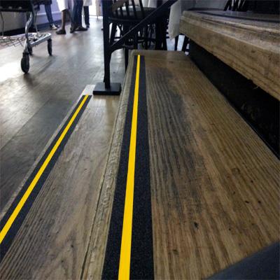 Противоскользящая черная лента AntiSlip Systems с желтой полосой 18,3 м